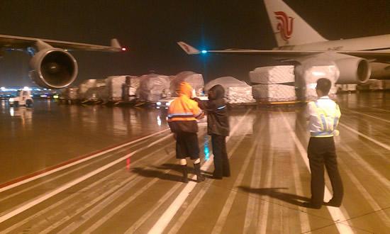 中国国货航_图1:国货航浦东机坪货机保障现场。